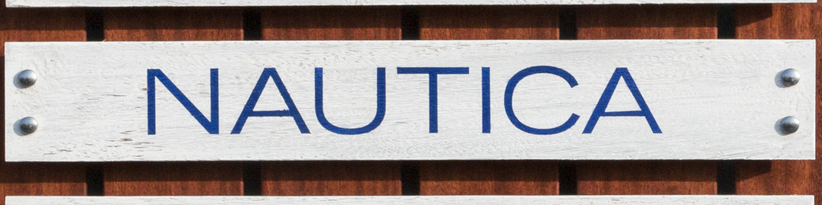 Nautica street sign