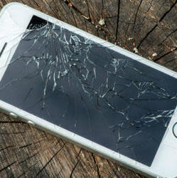 Apple Now Accepts Cracked iPhones for Trade In